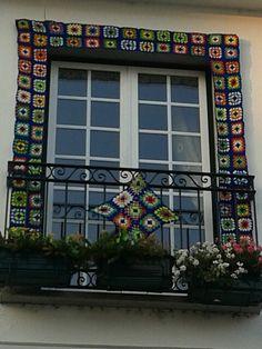 Plastic Bottle Caps, Portugal, Yarn Bombing, Make Design, Diy Crochet, Community Art, Handmade Clothes, Fabric Art, Urban Art