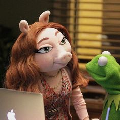 What can you say, the frog's got a type.