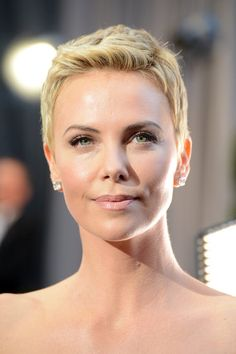 Charlize Theron Stuns in White at the Oscars: Charlize Theron on the red carpet at the Oscars 2013.