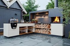 Outdoor Kitchen Ideas - Get our best ideas for outdoor kitchens, including charming outdoor kitchen decor, backyard decorating ideas, and pictures of outdoor kitchens. Outdoor Kitchen Bars, Pizza Oven Outdoor, Patio Kitchen, Outdoor Kitchen Design, Outdoor Cooking, Outdoor Dining, Outdoor Spaces, Kitchen Decor, Outdoor Decor