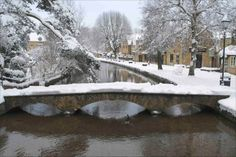Cotswold snow, taken by Paul Ludlow in Bourton-on-the-water Dec 2010 Winter Snow, Winter Christmas, Bourton On The Water, Beautiful Winter Scenes, English Christmas, Covered Garden, Snowy Day, Snow Scenes, Winter Beauty