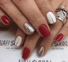 Red and silver nails, golden nails, love nails, red gel nails, pink nails. Red And Silver Nails, Red Gel Nails, Pink Nails, Xmas Nails, Holiday Nails, Simple Christmas Nails, Christmas Nails 2019, Holiday Nail Colors, Christmas Manicure
