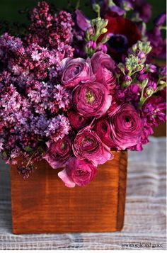 Love these purples #wedding #flowers#center pieces