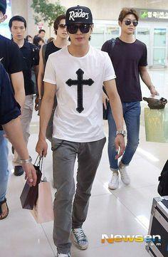 Yonghwa at airport