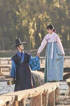 Kim So hyun and Jang Dong Yoon Drama Korea, Korean Drama Movies, Korean Actors, Jung Joon Ho, Kim So Hyun Fashion, Romantic Series, Kim Sohyun, Korean Traditional Dress, Korean Hanbok