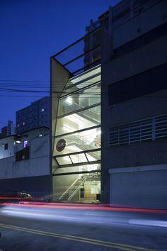 Studio Kaze Paulista / FGMF - Forte, Gimenes e Marcondes Ferraz Arquitetos
