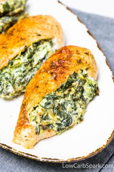 delicious and creamy chicken breast with spinach and garlic cream cheese Baked Lemon Garlic Chicken, Garlic Spinach, Creamed Spinach, Baked Chicken Breast, Creamy Chicken, Chicken Breasts, Cream Cheese Spinach, Cream Cheese Chicken, Cream Cheese Recipes