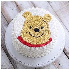 Winnie the Pooh Cake Decorating Techniques, Cake Decorating Tips, Rodjendanske Torte, Buttercream Cake Designs, Winnie The Pooh Cake, 1st Birthday Cakes, Animal Cakes, Just Cakes, Character Cakes
