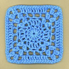 """I'm so blue"" square: free pattern"