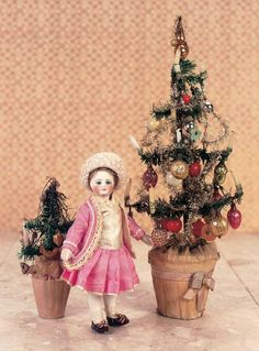 """View Catalog Item - Theriault's Antique Doll Auctions - french with rare bare feet, 6"""""""