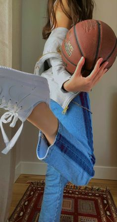 Basketball Pictures, Sports Basketball, Basket Tumblr, Basketball Relationship Goals, Basketball Background, Jeans And Vans, Basketball Photography, Applis Photo, Girly Pictures