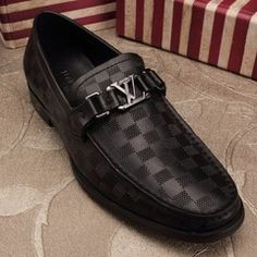 Louis Vuitton Keepall, Malas Louis Vuitton, Louis Vuitton Mens Belt, Louis Vuitton Men Shoes, Mens Loafers Shoes, Men S Shoes, Loafer Shoes, Mens Designer Loafers, Louis Vuitton Shoes
