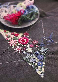 �аг��зка... Читайте також також Фантастична сукня з вишивкою гладдю Ідеальна вишита сукня! Схеми вишивки квітів(29 схем) Декор одягу перлинками Брошки вишиті бісером 100 схем вишивки … Read More
