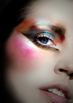 Amazing beauty look from Ellis Faas. A dark and dewy array of colors.