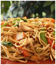 Chow Mein à la Cantonaise Chinese Noodle Dishes, Chinese Food, Chop Suey, Chow Chow, Japchae, Stir Fry, Tofu, Nom Nom, Fries