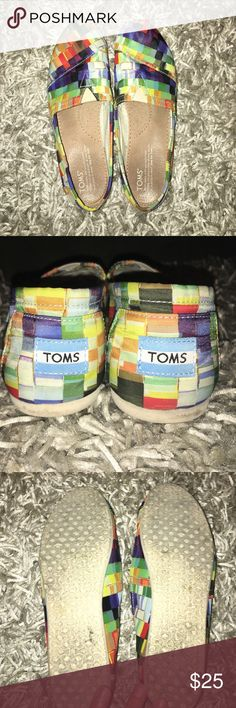 Women's 8.5 TOMS Women's 8.5 TOMS. Cute,multicolored and fun for the warmer weather. Worn a few times ❤️ Shoes Flats & Loafers