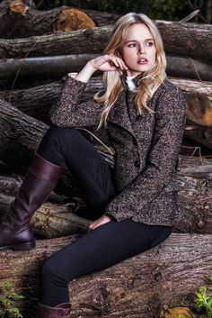 Spanish Riding Boots Classic in Brown with a flat sole, paired with the gorgeous Egality Freedom Limited Edition Tweed Jacket.
