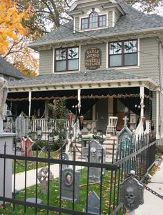 17 House Decorated For Halloween. This is a house that does some serous decorations for halloween a fling ghost crossing from this house to the Halloween Prop, Casa Halloween, Halloween Outside, Theme Halloween, Halloween 2014, Halloween Haunted Houses, Halloween Home Decor, Outdoor Halloween, Holidays Halloween