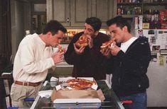 found on we heart it friends friendstvshow pizza source: None Friends Tv Show, Serie Friends, Friends Episodes, Friends Cast, Friends Moments, Best Friends, Happy Friends, Amazing Friends, Ross Geller