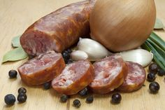Polska Kiełbasa Surowa Polska Kielbasa, Home Made Sausage, Homemade Sausage Recipes, Polish Recipes, Pork Dishes, Smoking Meat, Charcuterie, Carne, Good Food
