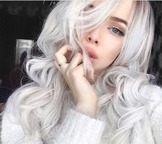 Wow,so  gorgeous babe, love your  style  so much. You totally rock this blonde wavy hair.  How  do  you  like  it, girls ? #lacefrontwigs #wigs #sales #syntheticwigs #blonde #wigs  #best-selling