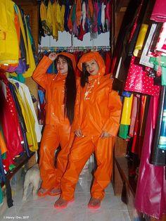 Pia and girlfriend Pvc Raincoat, Plastic Raincoat, Latex Costumes, Rain Gear, Snow Suit, Helly Hansen, Overall, Cute Woman, Asian Girl