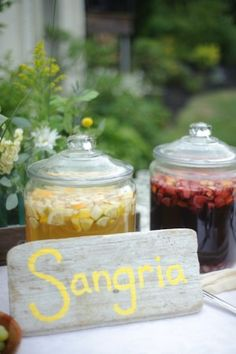 Tips and tricks for setting up a Sangria Bar, the perfect drink station for weddings, parties, and celebrations! Paella Party, Tapas Party, Luau Party, Party Fun, Sangria Party, Party Drinks, Diy Wedding Inspiration, Wedding Ideas, Cocktails Bar