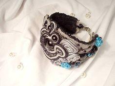 Masívny, luxusný a nostalgický, textilný náramok, technika soutache s rokajlom a perličkami. Detailne vyšívaný, podšitý filcom....