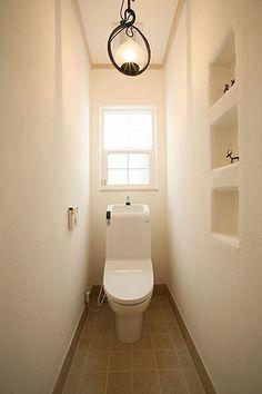 清潔感を徹底し過ぎて冷たい感じになってませんか?トイレタイムもほっこり。 Bathroom Toilets, Laundry In Bathroom, Washroom, Small Bathroom, Marine Lighting, Toilet Room, Toilet Design, Small Rooms, Bathroom Inspiration