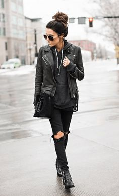 this all black rock n roll look is the perfect fall outfit