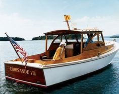 reminds me some of a Lyman- love classic wooden boats Old Boats, Small Boats, Power Boats, Speed Boats, Bateau Rc, Course Vintage, Lobster Boat, Classic Wooden Boats, Cabin Cruiser