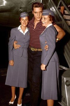 Flight attendants with Elvis Presley. Elvis is so handsome.