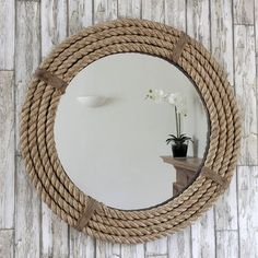 Fantastic DIY mirror frames that you can make yourself Do you have a desire to do things for yourself that everyone will admire? Check out our ideas for fantastic DIY mirror frames today that you c… Nautical Bedroom, Nautical Bathrooms, Beach Bathrooms, Nautical Home, Trendy Bedroom, Nautical Mirror, Diy Bedroom, Coastal Bedrooms, Vintage Nautical Decor