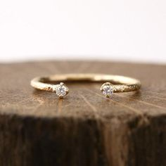 1.9mm white diamond textured ring