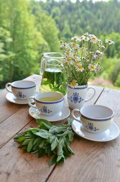 Life in a Polish Country Cottage, Mint Tea Yellow Cottage, Cottage In The Woods, Chamomile Tea, Edible Flowers, My Tea, Outdoor Entertaining, Fresh Herbs, Shades Of Green, Afternoon Tea