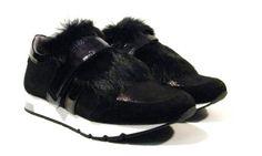 Zapatillas deportivas con lengüeta de pelo de la marca Kanna shoes. Made in…