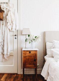 minimal bedroom