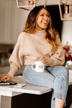Photographer Branding, How To Pose, Photoshoot Inspiration, Stress Free, Photo Poses, Boss Lady, Lifestyle Photography, Business Women, Posing Ideas