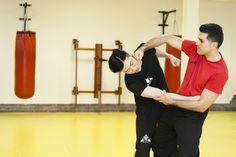 SGU Wing Tsun Kampfkunstschule Grevenbroich  • Effektive Selbstverteidigung für Jugendliche und Erwachsene.  Jetzt zum kostenlosen Probetraining anmelden! www.kampfkunstschule.com Tel.: 01637778881