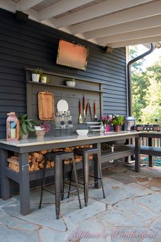 Small Outdoor Kitchens, Outdoor Bbq Kitchen, Outdoor Kitchen Design, Patio Design, Outdoor Grill Area, Outdoor Cooking Area, Diy Bbq Area, Bbq Area Garden, Patio Grill