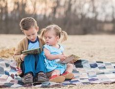 Inspired By This Vintage Family Photos Sibling Photography Poses, Sibling Photo Shoots, Sibling Photos, Children Photography, Family Photography, Brother Sister Pictures, Sister Poses, Brother And Sister Love, Brother Status