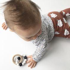 ad37291f5cd61e Heel mooie handgemaakte oversized sweater met een print van kleine  gekleurde streepjes. Maak er een