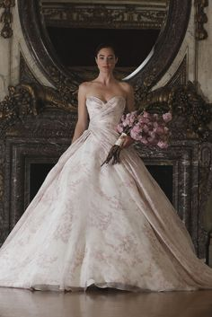 Legends Romona Keveza Bridal Spring 2016 floral bridal wedding gown Blogueira Pé no Altar | Wedding Inspirations, Home Décor & Party Ideas