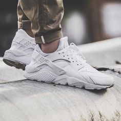 Nike, Shoes, And Sneakers Nike Huarache, Mens Fashion Shoes, Sneakers Fashion, Sneakers Nike, Nike Fashion, Fashion News, Men's Fashion, Nike Tenis, White Huaraches