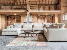 Hoekbank Fullham is een landelijke hoekbank van Sofa at Home. Deze hoekbank wordt gratis bij u thuis gedemonstreerd en kunt u volledig zelf samenstellen. House Furniture Design, House Design, Home And Living, Living Room Designs, Interior And Exterior, Garden Architecture, My House, Sweet Home, New Homes