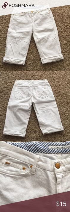 Joes jeans white Capri jeans size 27 Joes jeans size 27 white jean capris in great condition Joe's Jeans Jeans Ankle & Cropped