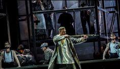 """teatralna Warszawa: WILHELM TELL WALCZY Z OKRUTNIKIEM NA TLE """"THE POLA..."""