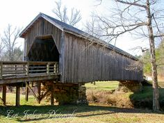 I love covered bridges... I have to take pictures of them when I see them
