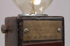 Leuchte aus altem Eisenbahntrafo. Einzelstück Lampe aus altem Transformator. Cool vintage industrial design look. Plan B Lamps Nr.8