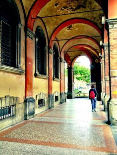 Twitter / @Ordinary C Traveler: I can't get enough of these covered walkways in Bologna